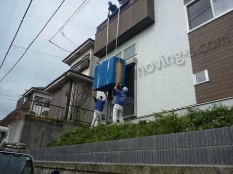 新築一戸建ての2階に和箪笥を手吊りで搬入