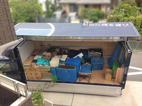 西京区で引越し荷物を積み込み
