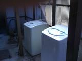 二層式洗濯機置場に全自動洗濯機を設置