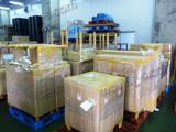 輸入家具を港の倉庫からショップへ運搬