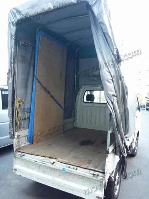 荷台の高さが2メートルあり、ベッドマットも立てて積むことが出来る、荷物の少ない単身引越しに最適の軽トラック