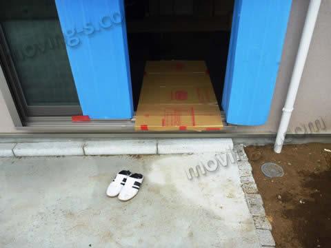 冷蔵庫を搬入するリビングの入り口