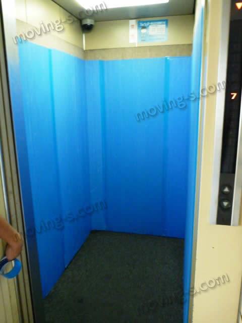 養生が終わったエレベーター内部の様子