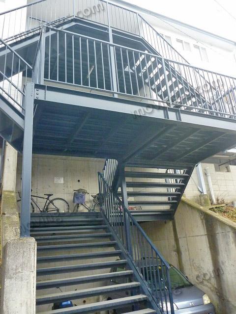 外階段が長い建物の例